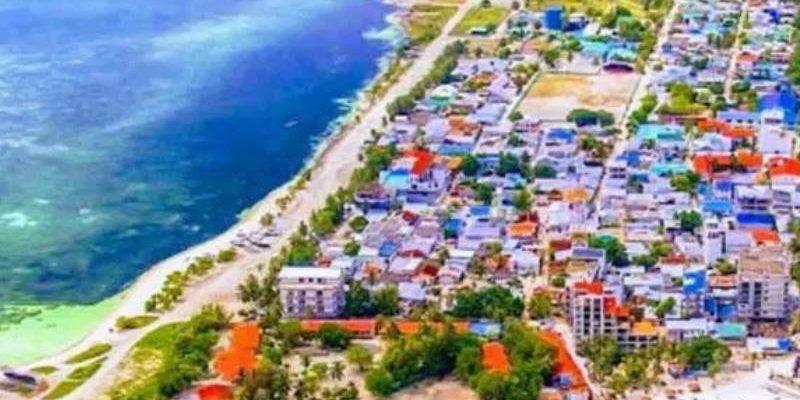 вид на остров и жилье сверху